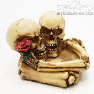 Пепелник скелети