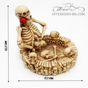 Интересен подарък-пепелник със скелети