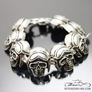 Интересен подарък-мъжка стоманена гривна с черепи