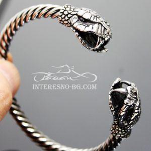 Гривна със змии-викингски стил