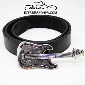 Оригинален подарък-колан с метална катарама китара.