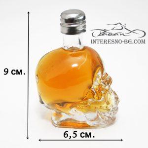 Оригинален подарък-стъклена мини бутилка череп.