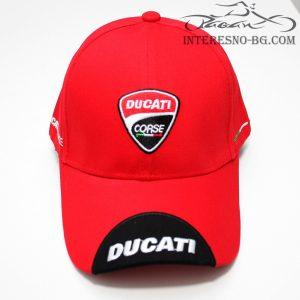 Червена шапка с козирка DUKATI