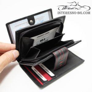 Черно дамско портмоне от естествена кожа с червени шевове.